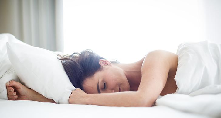 Sova naken är bra för kroppen.