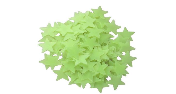 I taket lyste stjärnorna – fastklistrade med häftmassa som lämnade en massa härliga fettfläckar efter sig.
