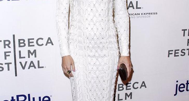 Kate Hudson besökte Tribeca Film Festival och anammade en av vårens snyggaste trender - vitt på vitt.