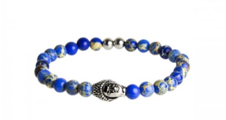 """Vi hade mängder av """"buddha armband"""" runt handlederna. Från Safira.se, 349 kronor"""
