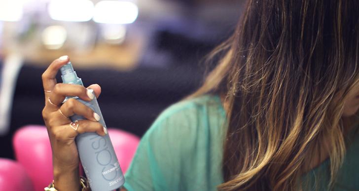 Använd inte torrschampo för ofta. Det kan torka ut din hårbotten.