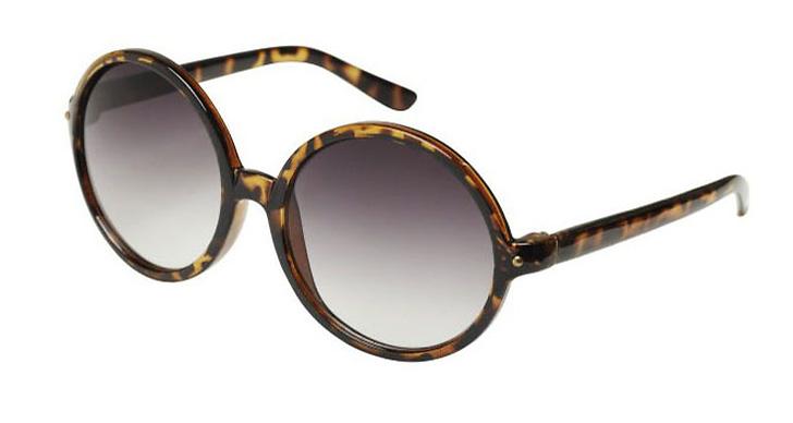 Solglasögon med sköldpaddsmönster.