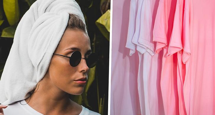 En tjej som torkar sitt hår med handduk och en bild på rosa t-shirtar.