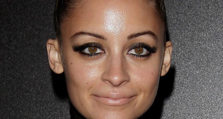 Nicole Richie med en glossy look.