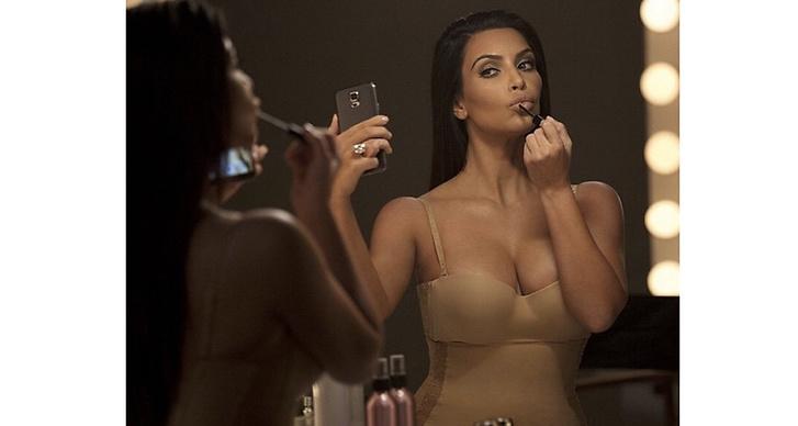 7. Kim Kardashian har fått 200.000 kronor för att twittra om ett märke en gång. Det är 1428 kronor per bokstav.