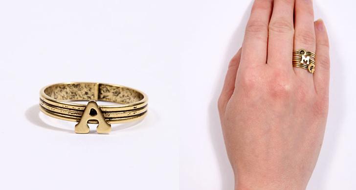 Våga sticka ut med roliga accessoarer från  Urban Outfitters. Armband 620 kr, Ring 620 kr