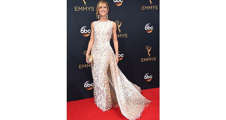 Hur kan man inte älska Felicity Huffman vackra klänning?