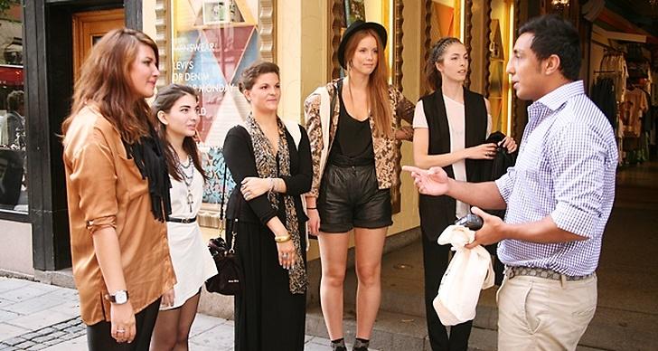 Modettes sajtchef Ehsan Fadakar tillsammans med de fem finalisterna: Mira Andané, Zahra Isabelle Laine, Jasmin Jahja, Hilda Sandström och Josefin Arestav.