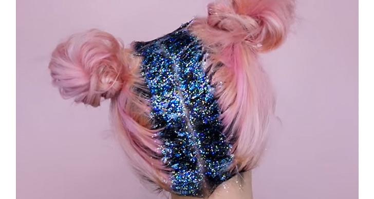 Så smart att dölja den mörka utväxten med färgglatt glitter! Perfekt matchat med denna frisyren.