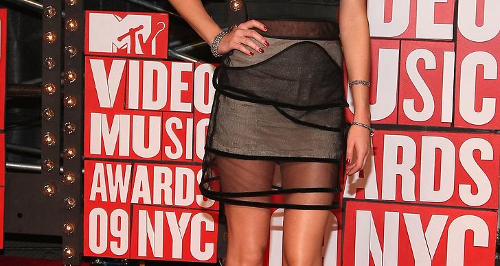 I transperant klänning och ankelboots på MTV Video Music Awards 2009.