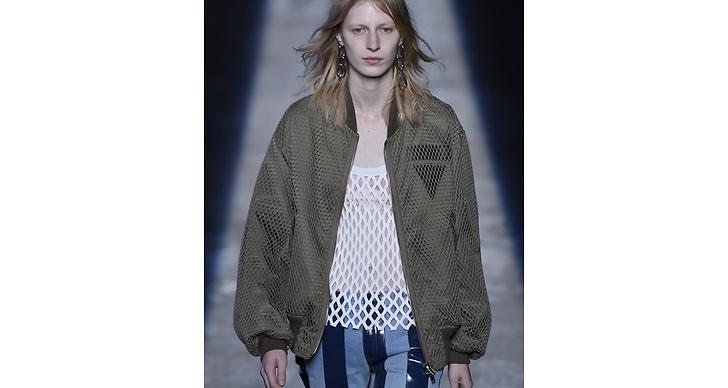 Här ser vi en jacka från Wang-kollektionen. Ganska lik va? Kanske var den här jackan en present från Wang till Kylie?