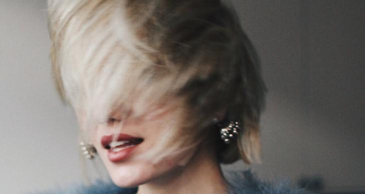 Nej, det är inte bättre för håret ju oftare du borstar det.