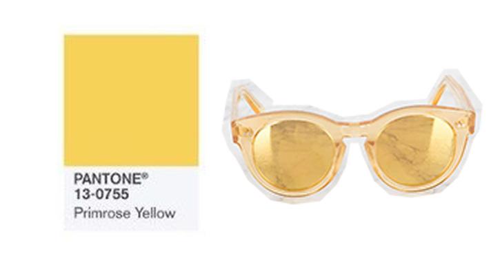 Gult är verkligen inte fult, tvärt om. Nästa år kommer det vara superhett med gula plagg! Solglasögon, <a href='http://clk.tradedoubler.com/click?p(270159)a(2862979)g(23120192)url(https://na-kd.com/products/mango-003-yellow?___SID=U)' title='Mango 003' target='_blank'>Mango 003</a> ca 800 kronor.