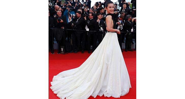 Li Bingbing är så himla fin i den här klänningen – vi älskar släpet!