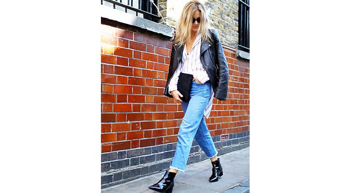 Vi älskar den här outfiten! Lucy Williams lyckas styla skorna helt rätt.