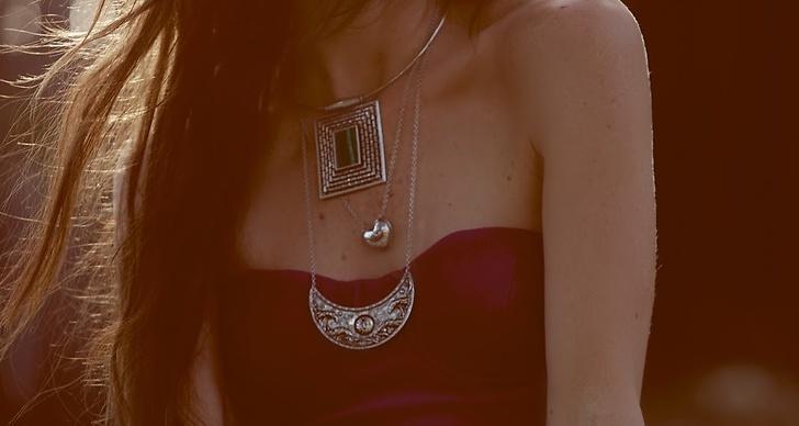 Modellen Kelley Ash står för både stylingen och det vackra ansiktet framför kameran.