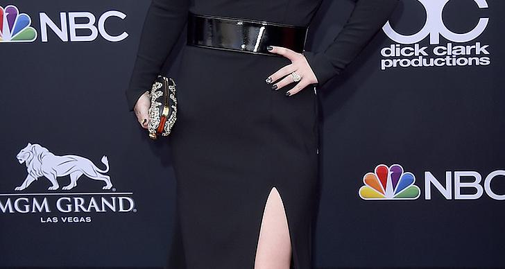 Kelly Clarkson på röda mattan under Billboard Music Award 2018.