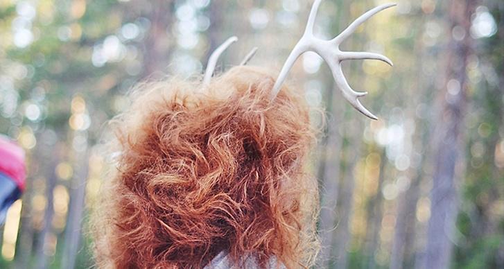"""""""Att springa omkring med renhorn intrasslade i håret i en rökig tallskog hör väl inte till vanligheterna."""""""