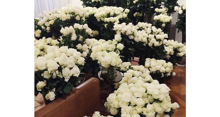 På morsdag 2015 möttes Kim av ett par tusen rosor när hon kom hem.