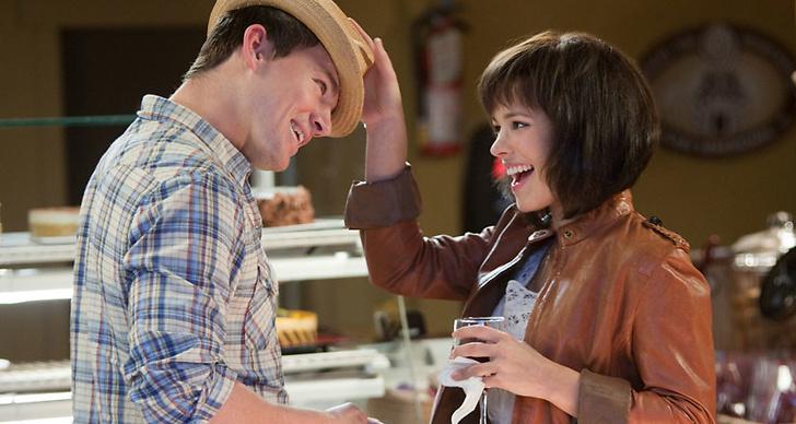 En tjej och en kille som flirtar