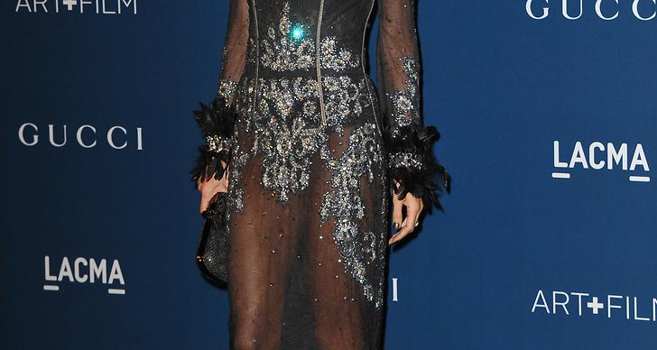 Nicole Richie är trendig i transparent.