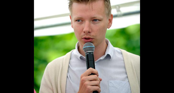 Emanuel Karlsten har förmodligen den mest stylade frisyren på stället.