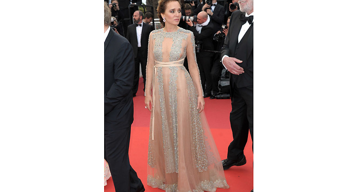 Valeria Golino valde en hudnära klänning med gnistrande detaljer – snyggt!