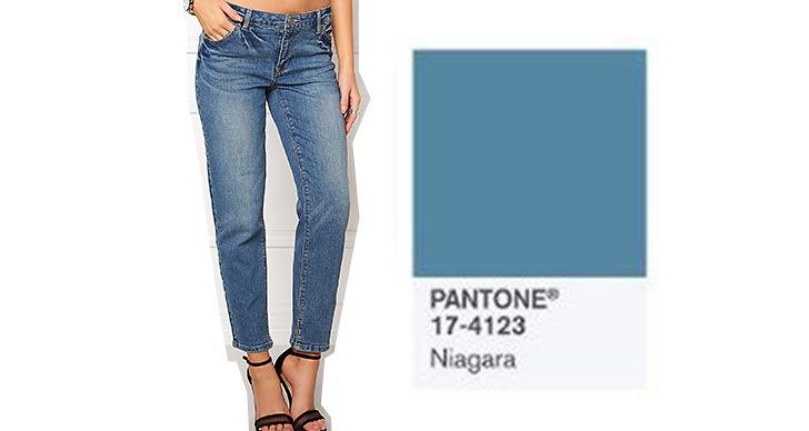Och vi ser inget slut på denimtrenden! Jeans <a href='https://track.adtraction.com/t/t?a=462891025&as=1119460438&t=2&tk=1&url=http://www.bubbleroom.se/sv/kläder/kvinna/vila/raka-jeans/crow-rw-cropped-jeans-medium-blue-denim'>Vila</a> ca 450 kronor.
