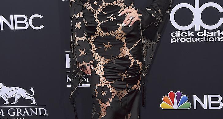 Ashlee Simpson Ross på röda mattan under Billboard Music Award 2018.