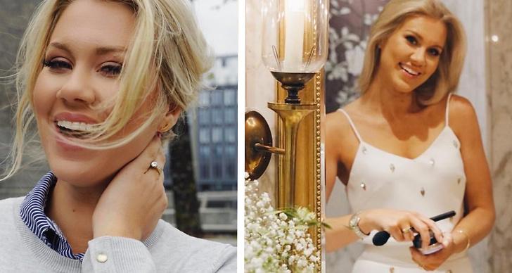 Isabella Löwengrip byter ut ringarna.