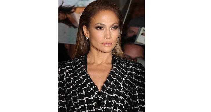 """Jennifer Lopez: """"För att få lyster och ett glow använder jag alltid ett återfuktande serum och en dagkräm med solskydd innan jag sminkar mig."""""""