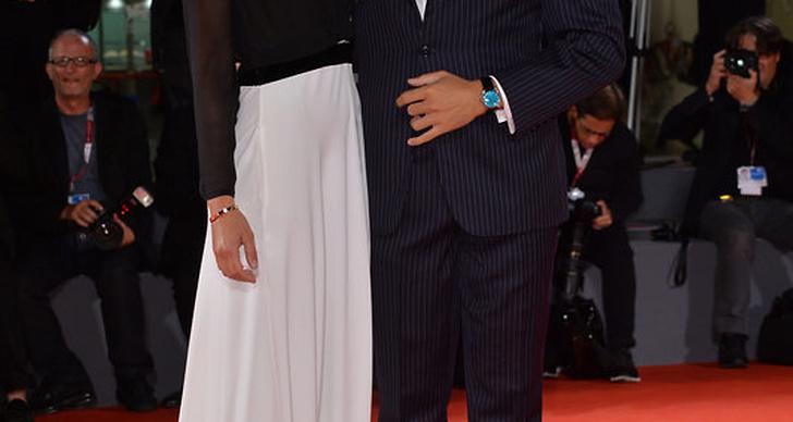 Fiammetta Cicogna i tvådelad långklänning, här tillsammans med Tommy Chiabra
